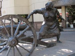 Angelina Eberly, Cannoneer