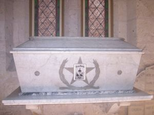 Sarcophagus or marble coffin holding ashes of Travis, Bowie and Crockett. Wikipedia